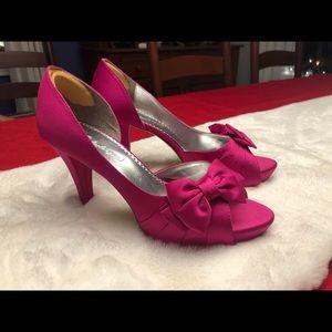 Michaelangelo hot pink heels